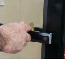 Key safe being used